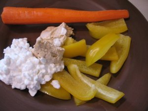 carrot & bell pepper with cottage cheese & hummus