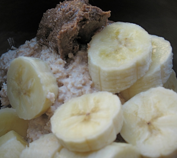 Chocolate almond butter + bananas + oatgurt...I want more.